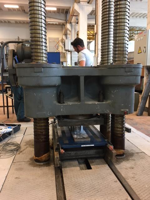 Calibration de 6 plaques de pesage mobile dans une machine d'essais à l'université de Bruxelles